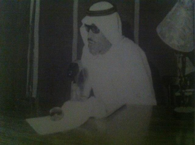 """عبدالله منّاع يلقي محاضرته """"المستقبل"""" في نادي الاتحاد عام 1964 (المصدر: أرشيف عبدالله منّاع)"""